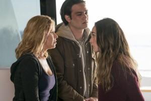 Fear The Walking Dead S2E04 Alycia Debnam-Carey, Kim Dickens, Daniel Zovatto