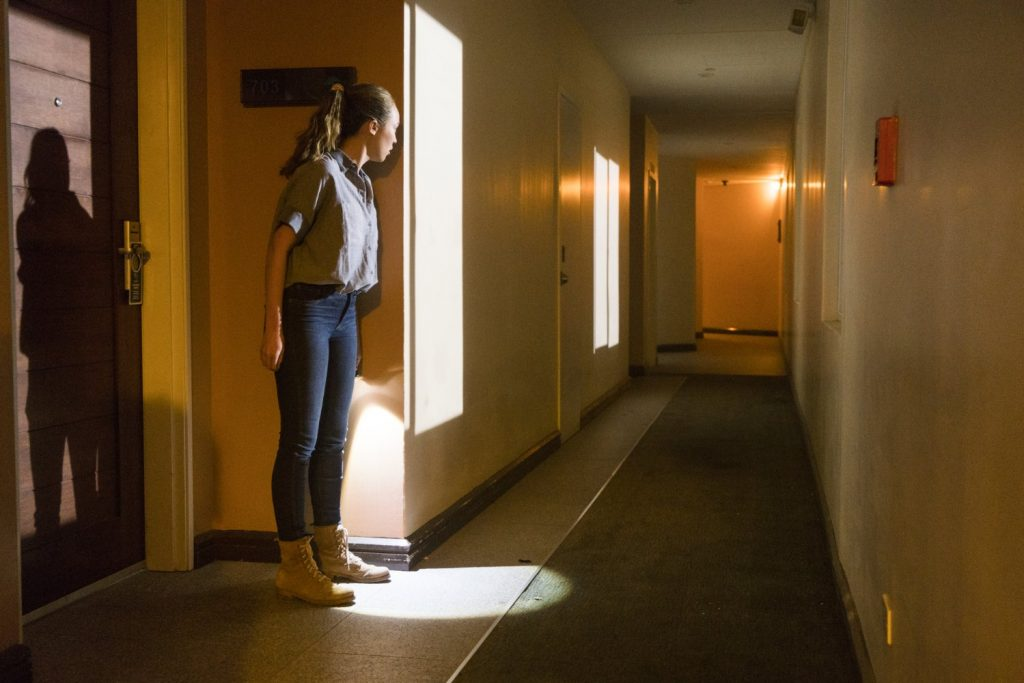 FTWD 2x10 Do Not Disturb - Alycia Debnam-Carey as Alicia Clark