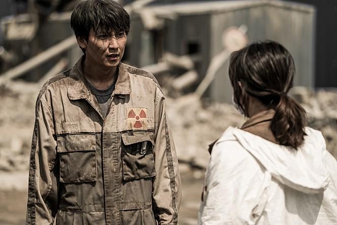Nam-gil Kim and Kim Joo-Hyun in Pandora - Korean disaster horror on Netflix